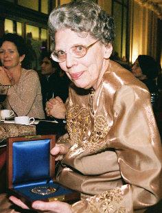 Barbara Mueller shows her award